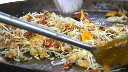 osztriga : Hot pan fried clam is a popular street food menu for tourists