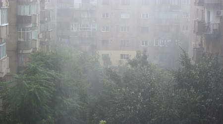 климат : Severe storm hitting an European capital
