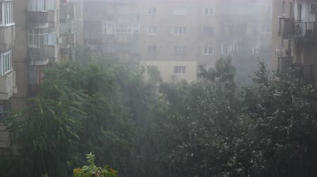 ventoso : Severe storm hitting an European capital