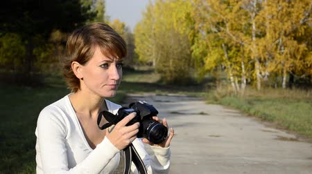 fényképész : photographer in autumn park