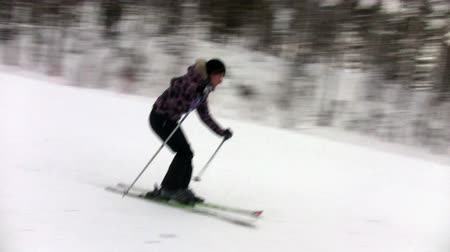 esqui : Beginner skier roll downhill