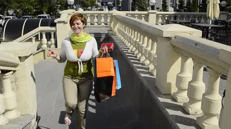 butik : young woman enjoys a successful purchase on the stairs
