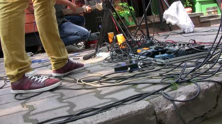 педаль : Guitar effects on stage at live concert