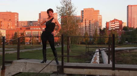 ботинок : Red-haired woman wearing black dress and black boots posing outdoors