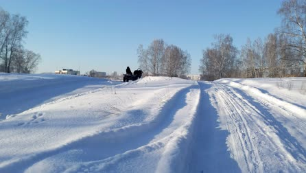 Horse-drawn cart rides from the village to the city in winter in severe frost Stock mozgókép