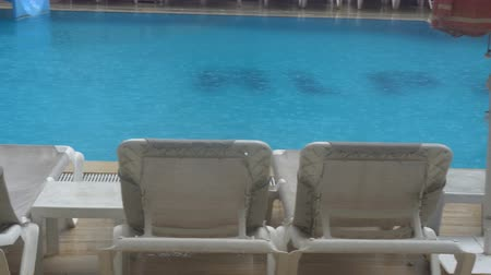stagnant : Heavy rain falls into a swimming pool. Not season, dirty abandoned pool. Stock Footage