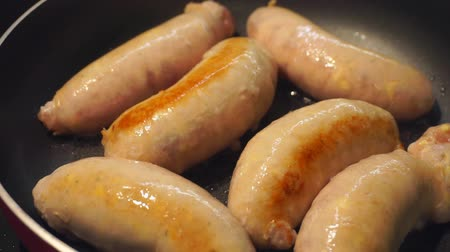 kiełbasa : delicious fried pork sausages in a pan in oil close-up