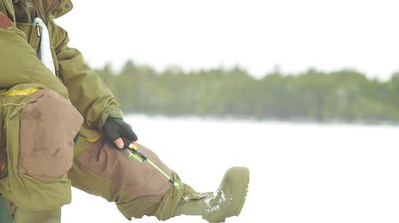 пресноводный : fisherman in winter.winter sport winter fishing