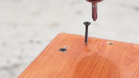 broca : twists the screw into the Board