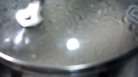 damp : boiling water in a pot close-up Stockvideo