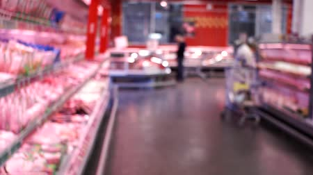 scaffale supermercato : Abstract blurred group of people or shop minimarket shopping with blue light bokeh background