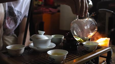fervura : tea ceremony, pours hot tea, green tea Stock Footage