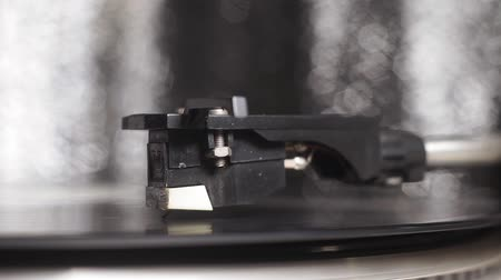 dyskoteka : Cinemagraph Loop Vinyl Turntable Record Player. close-up selective focus Wideo