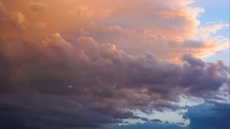 şekillendirme : sunset on cloudy sky time lapse. evening clouds moving away rolling 4k dark sunset clouds. Dramatic sunset sky