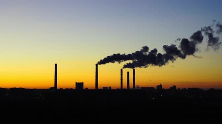 aquecimento global : smoke from the factory chimneys at sunset. concept of environmental pollution Stock Footage