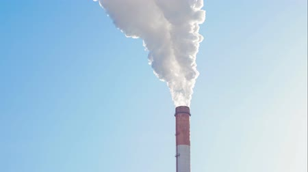 aquecimento global : Time lapse of industrial plant on blue sky background. concept of environmental pollution