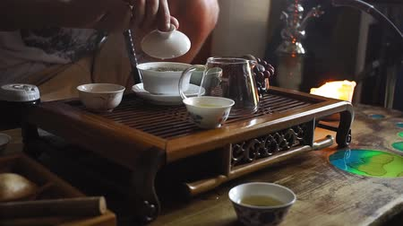 fervura : tea ceremony, pours hot tea