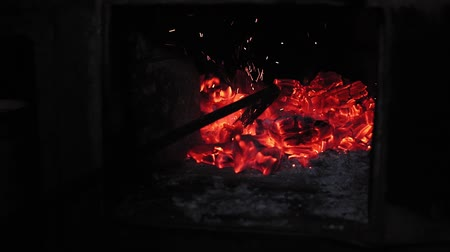костер : coals in the furnace goes through with a fireplace