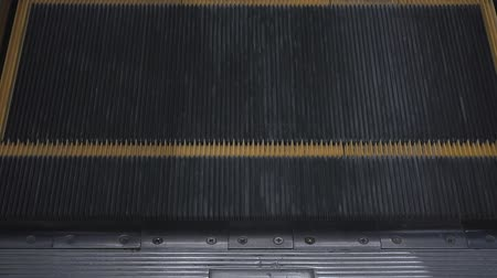 klatka schodowa : escalator movement, soft focus,close up. slow-motion Wideo