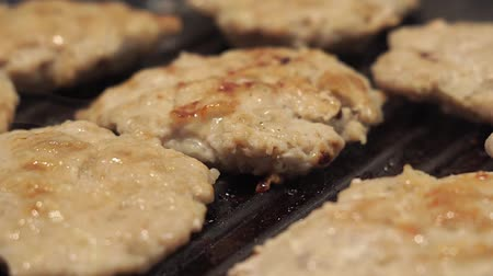 fervura : fried on the grill, the oil boils, dripping drops of fat. cooking homemade cutlets