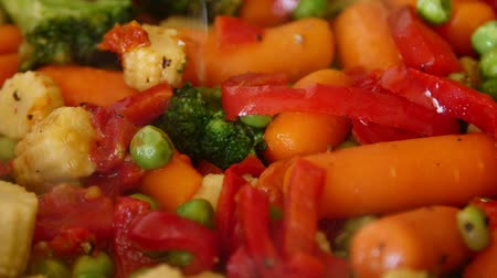 baixo teor de gordura : Close-up of roasting vegetables