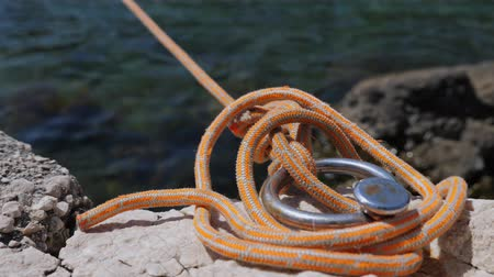 такелаж : Close-up of orange rope for fastening ships.