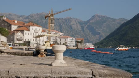 adriyatik : The embankment of the old town of Perast in Montenegro Stok Video
