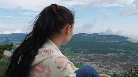 magasság : Girl on top of the world