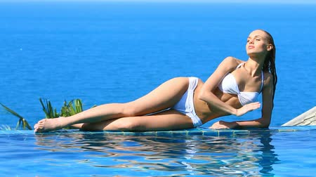 basen : Gorgeous beauty lying at the edge of swimming pool Wideo