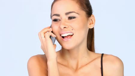 брюнет : Adorable young woman is talking mobile phone