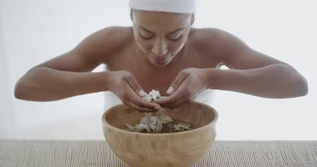 estância termal : Young Woman Getting Spa Treatment