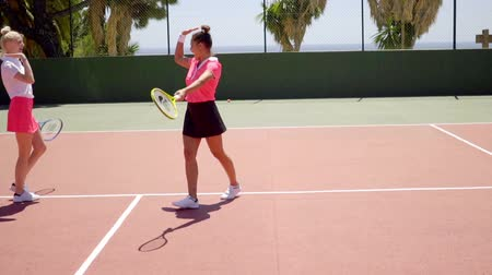 sampiyonlar : Triumphant young female tennis player Stok Video