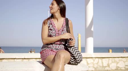 giydirmek : Happy relaxed trendy young woman at the beach Stok Video