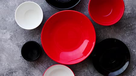 porcelana : Collection of empty colorful decorative ceramic bowls on grey stone background. Top view, flat lay.