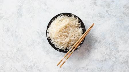 trigo sarraceno : Close up of bowl of noodles with wooden chopsticks on stone table