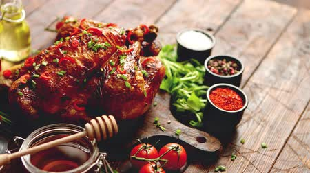 cebolinha : Roasted whole chicken or turkey served on wooden chopping board with chilli pepers and chive. With ingredients on sides. Shot from above with copy space for text.