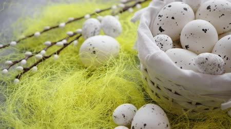 пунктирный : Easter white dotted Eggs in the nest and spring yellow grass on stone table background.