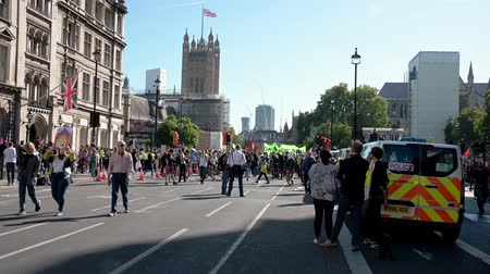 rebelião : LONDON - SEPTEMBER 20, 2019: The beginning of an Extinction Rebellion protest march on Parliament Street, London