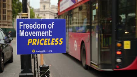 кампания : LONDON - OCTOBER 23, 2019: Brexit protest sign with London bus and black cab passing the Houses of Parliament