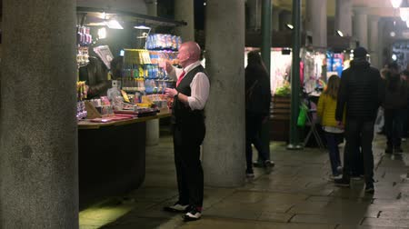 covent : LONDON - OCTOBER 23, 2019: Street performer talking to market stall owner in Covent Garden