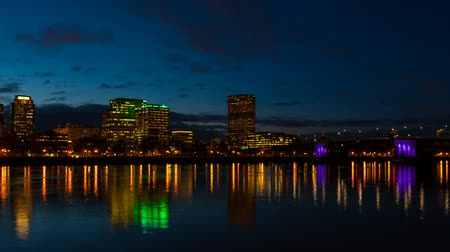 horas : Time lapse  movie of moving clouds and auto traffic downtown city of Portland Oregon along Willamette River with beautiful water reflection blue hour at night 4k uhd Stock Footage