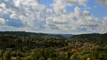 lombhullató : High definition panning video of white clouds and blue sky over residential suburban homes in the city of Happy Valley Oregon Autumn season 1080p