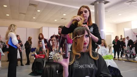 cutting up : The competition between barbers. Fashion competition. Beautiful models and hairstyles Stock Footage