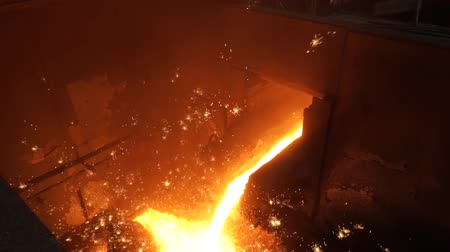 urychlit : Liquid metal from blast furnace. Liquid iron from ladle in the steelworks
