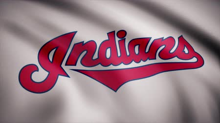 beisebol : USA - NEW YORK, 12 August 2018: Flag of the Cleveland Indians, american professional baseball team - loop. Waving flag with Cleveland Indians professional team logo. Editorial footage