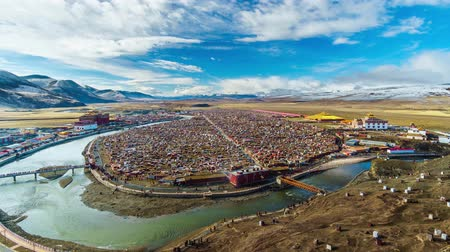 divino : Timelapse of Landscape View of the Yarchen Gar Monastery with many shacks for monks in Garze Tibetan,Sichuan,China. There is The Giant Monasteries of Kham &the largest concentration of nuns and monks Stock Footage