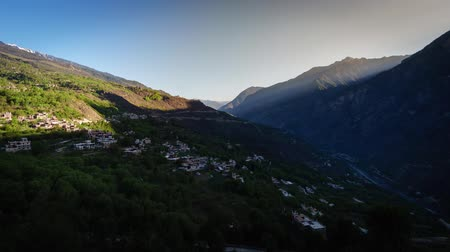 плато : Timelapse of with Landscape View light and shadow Traditional Tibetan Valley folk residence buildings in a well preserved village, Jiaju Tibetan village, Danba, Sichuan, China