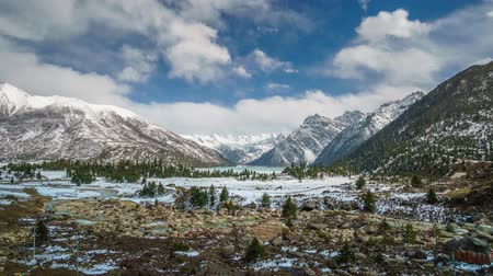 megye : Timelapse of Snow Mountain Tibet china Panorama Stock mozgókép
