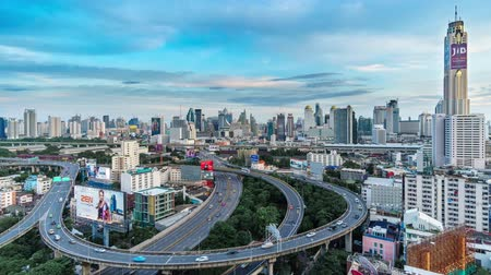 отель : Timelapse of City Skyline, Bangkok, Thailand Bangkok is the capital city of Thailand and the most populous city in the country. Aerial view interchange of a city at sunset or twilight. Стоковые видеозаписи