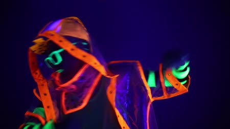 alienígena : The man in the neon costume